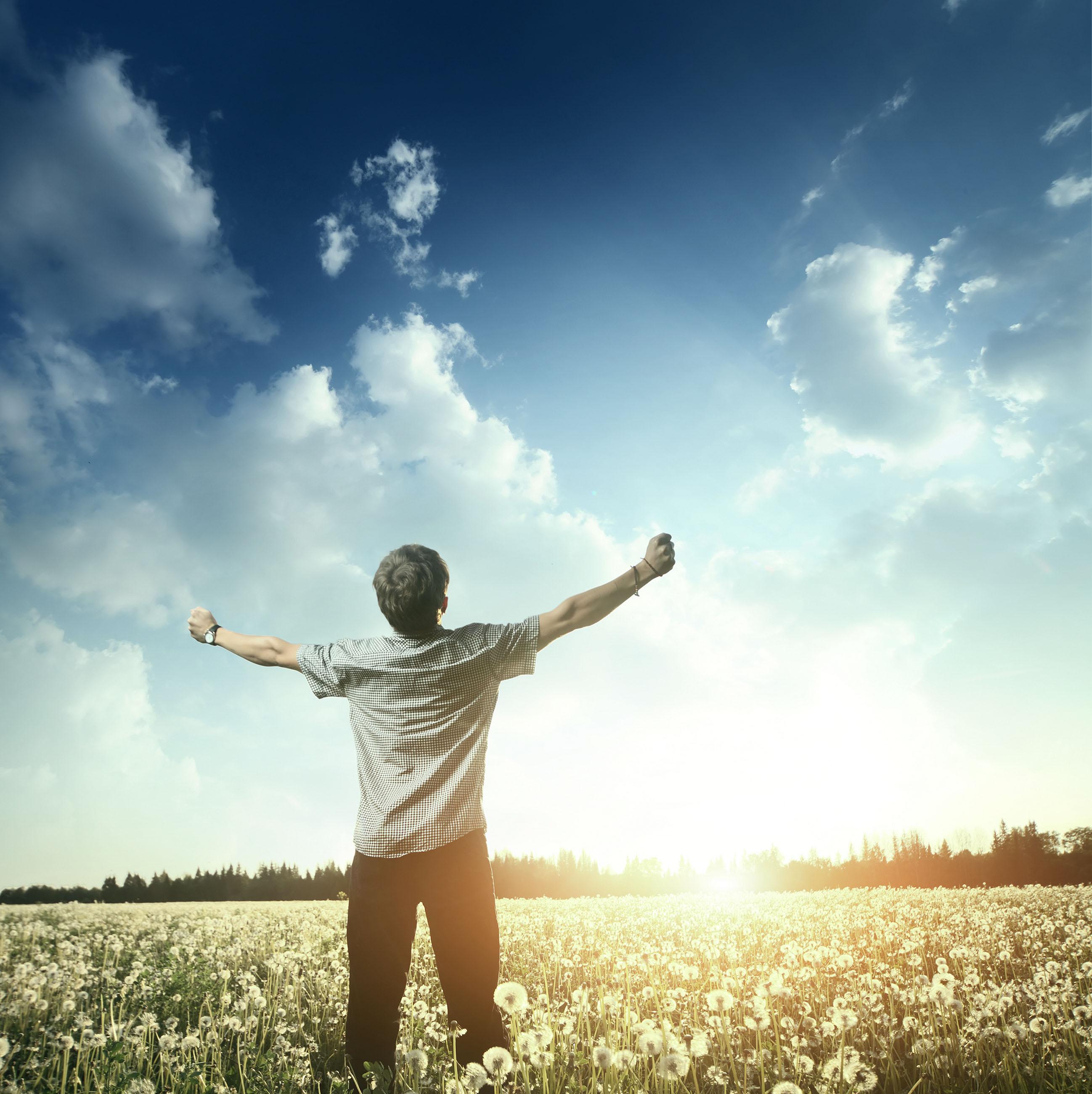 Стою подняв свои руки к небу